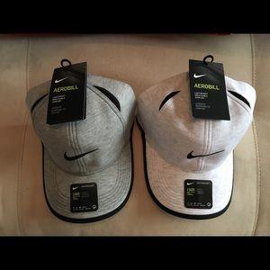 Bundle of two Nike hats
